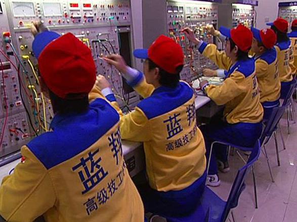 上图为 2010年上海世博会,蓝翔技校烹饪专业100名学生参与餐饮服务  上图为 2008年北京奥运会,蓝翔技校烹饪专业400名学生参与餐饮服务。  上图为 2012年第三届亚洲沙滩运动会,蓝翔技校烹饪专业260名学生参与餐饮服务。